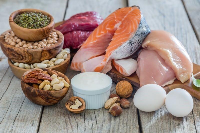 Vette vis, eieren, gevogelte, rundvlees: goede keto eiwitten