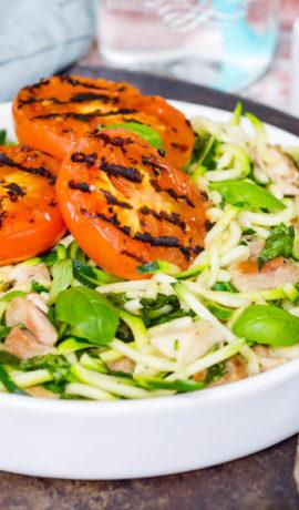 keto recept: zoodles met kippendij en tomaat