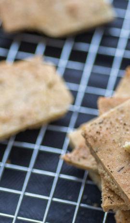 Crackers met zeezout en rozemarijn