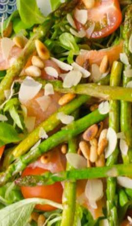 Geroosterde asperge salade met zalm